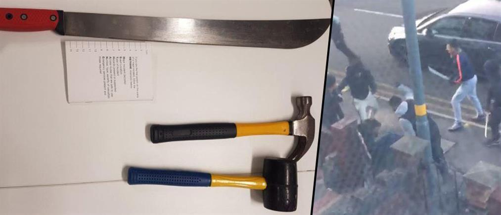 Βίντεο σοκ: του επιτέθηκαν με μαχαίρι στη μέση του δρόμου