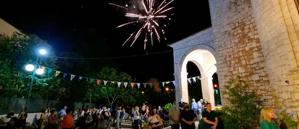 Τρίκαλα – Άγιος Παΐσιος: Με βεγγαλικά τα εγκαίνια του ναού (εικόνες)