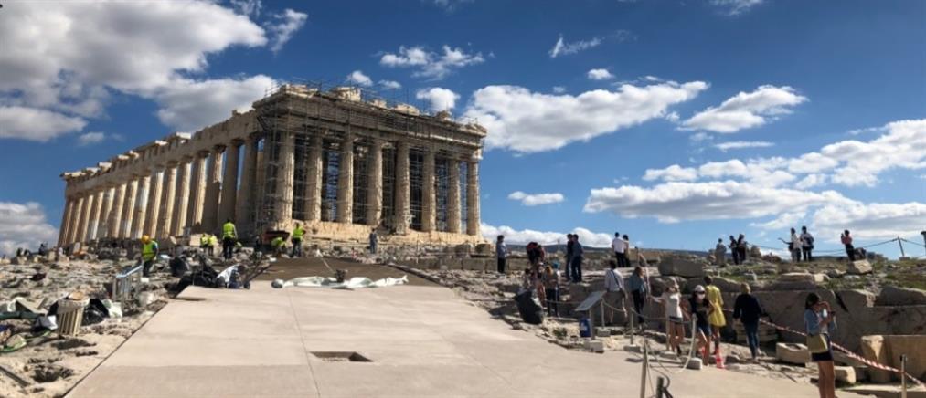 Γλέζος – Σάντας: Πινακίδα στην Ακρόπολη με τα ονόματά τους