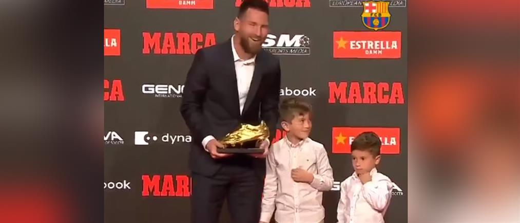 """Λιονέλ Μέσι: Βραβεύτηκε από τους… γιους του με το """"χρυσό παπούτσι""""! (βίντεο)"""