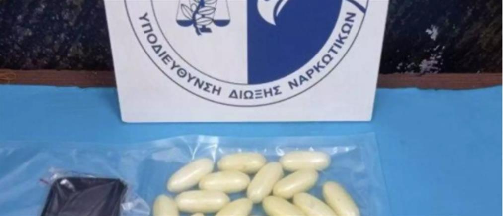 """""""Έκρυβε"""" στο στομάχι του 36 σακουλάκια με κοκαΐνη (εικόνα)"""