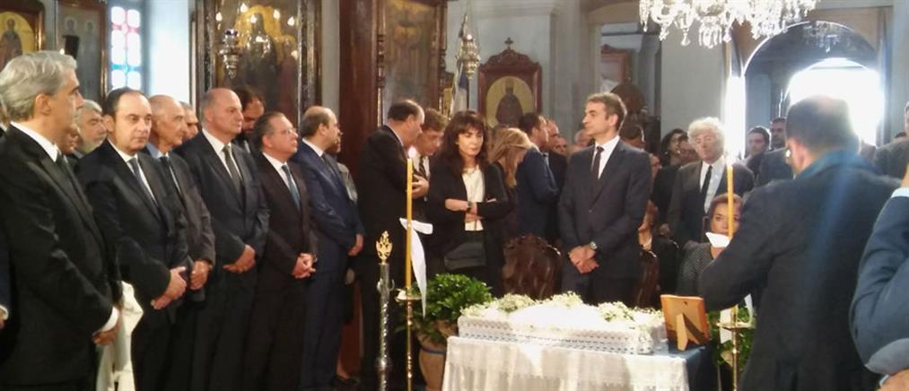 Πλήθος κόσμου στο ετήσιο μνημόσυνο του Κωνσταντίνου Μητσοτάκη (φωτό)