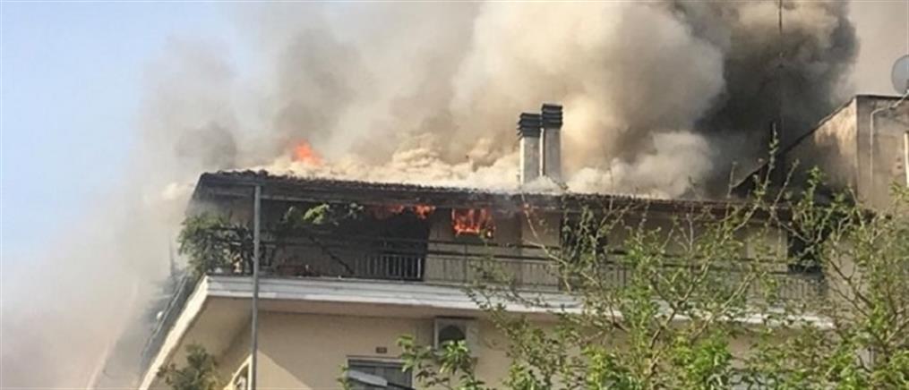 Μεγάλη φωτιά σε πολυκατοικία στα Τρίκαλα (εικόνες)