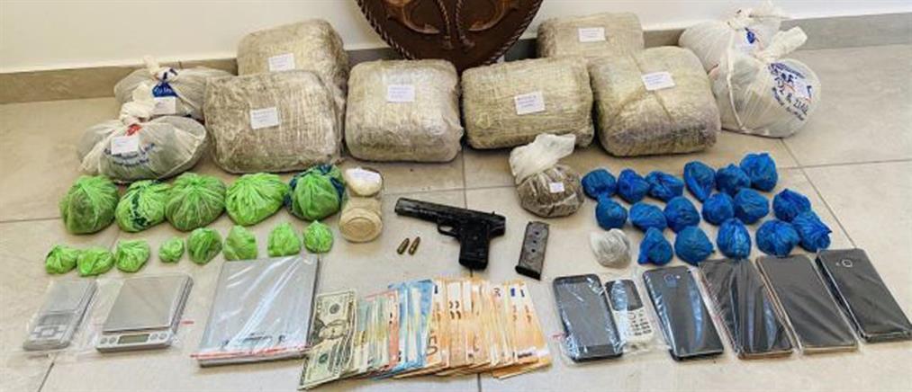 Μύκονος: Σπείρα έθαβε... ναρκωτικά σε αυλή σπιτιού (εικόνες)