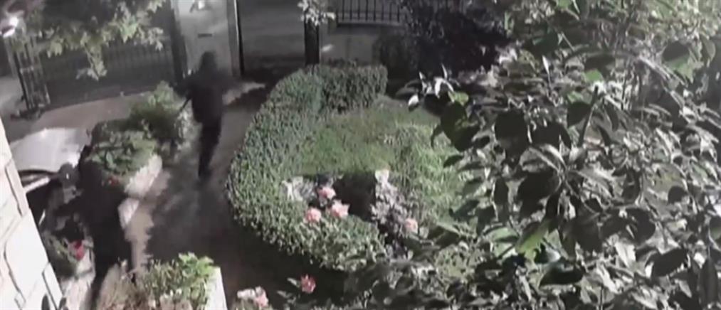 Κάντζα: Καρέ καρέ η εισβολή διαρρηκτών σε μονοκατοικία (βίντεο)