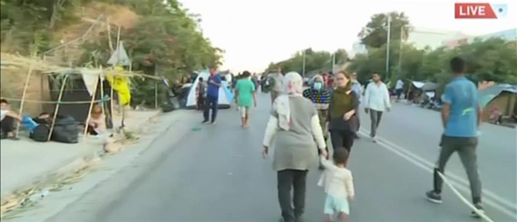 Ο ΑΝΤ1 στην Μόρια: στους δρόμους μένουν χιλιάδες μετανάστες (βίντεο)