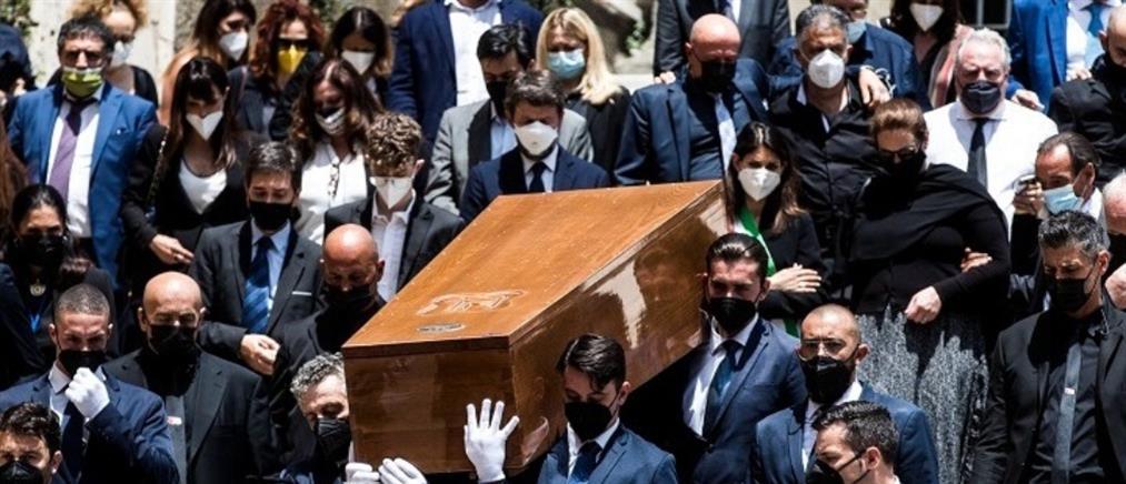 Ραφαέλα Καρά: Χιλιάδες κόσμου στην κηδεία της