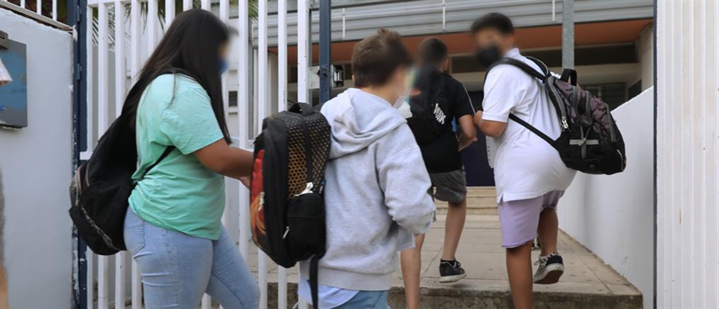 """Κορονοϊός - Θεοδωρικάκος: """"όχι"""" προσαγωγές εκπαιδευτικών για μηνύσεις αρνητών"""