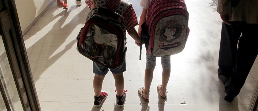 Η τσάντα των μαθητών θα μένει και φέτος ...στο σχολείο!