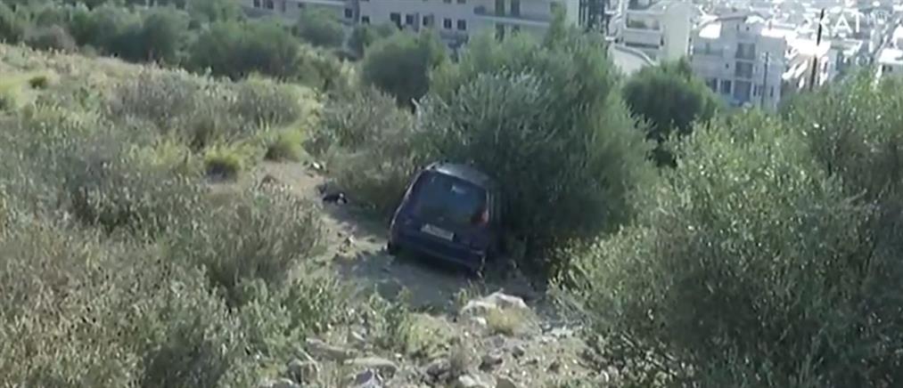 Αυτοκίνητο έπεσε σε γκρεμό στην Πετρούπολη