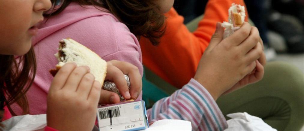 Τσίπρας - Πέτσας: κόντρα για τα... μαγκάλια και τις λιποθυμίες μαθητών