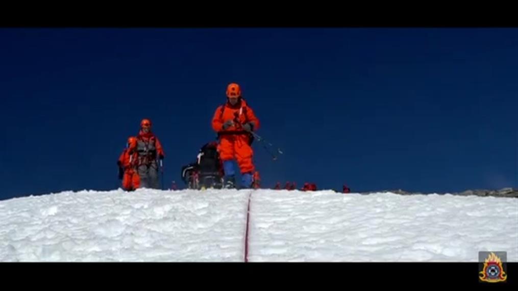 Εντυπωσιακά πλάνα από την άσκηση της ΕΜΑΚ στον χιονισμένο Όλυμπο