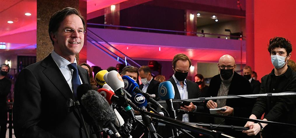 """Ολλανδία: Επανεκλογή Ρούτε """"δείχνουν"""" τα exit poll"""