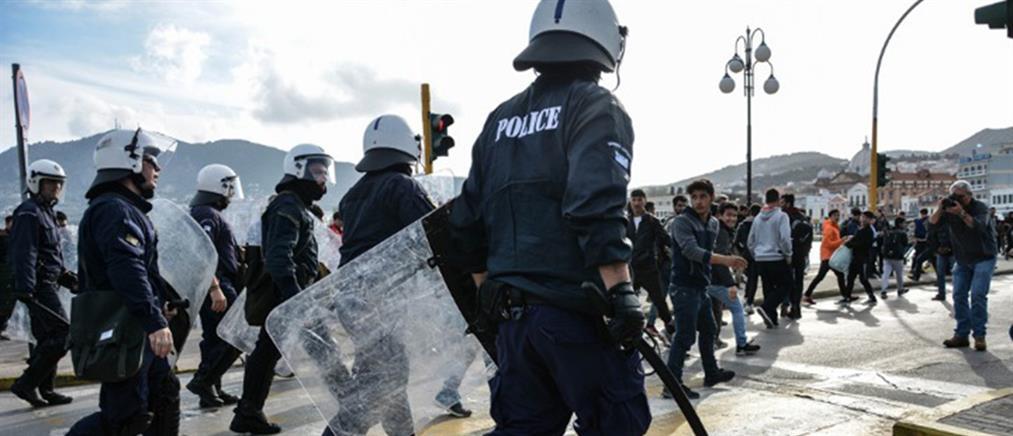 Μυτιλήνη: Μετανάστες εναντίον αστυνομικών στο λιμάνι