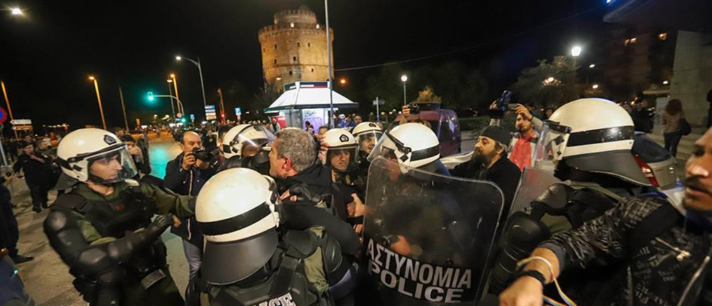 """Ένταση και προσαγωγές στην διαμαρτυρία για την """"Ώρα του Διαβόλου"""" (φωτο)"""