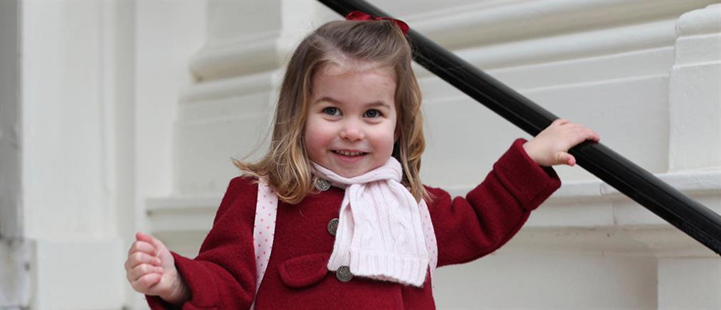 Η δίχρονη πριγκίπισσα Σάρλοτ μαθαίνει ισπανικά!
