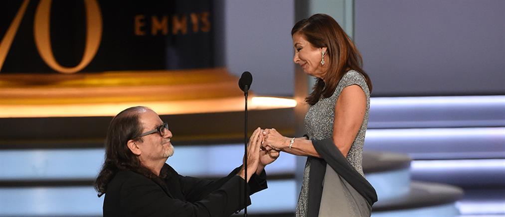 Viral η πρόταση γάμου του Glenn Weiss στα Emmy (βίντεο)
