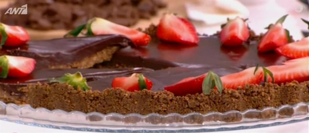 Τάρτα σοκολάτας με βάση πραλίνας από τον Δημήτρη Μακρυνιώτη