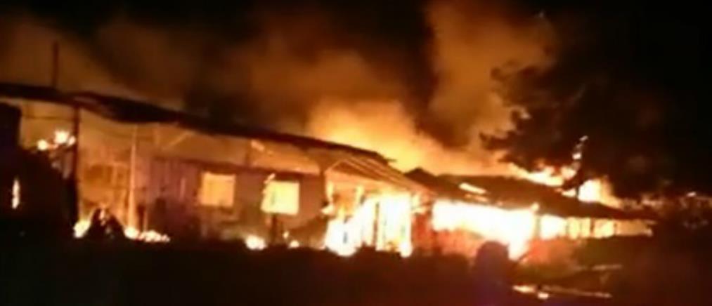 Λέσβος: Μεγάλη πυρκαγιά σε δομή για μετανάστες
