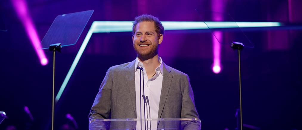 Έπαινοι του πρίγκιπα Χάρι στην Γκρέτα Τούνμπεργκ (βίντεο)