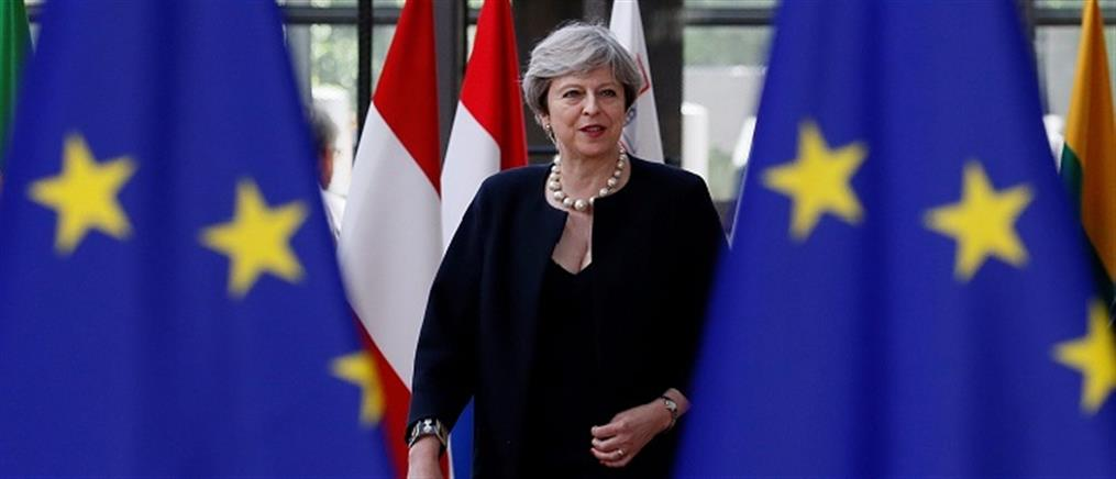 Ιρλανδός ΥΠΕΞ: Στηρίξτε τη συμφωνία της Μέι, αλλιώς το Brexit θα είναι χαοτικό