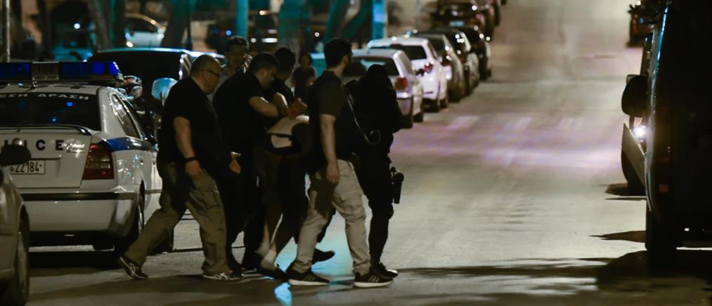 Με εισβολή αστυνομικών έληξε το θρίλερ στην Νέα Σμύρνη