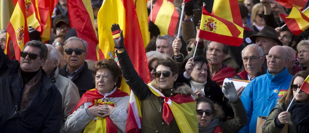 Το φάντασμα της ακροδεξιάς επιστρέφει στην Ισπανία (βίντεο)