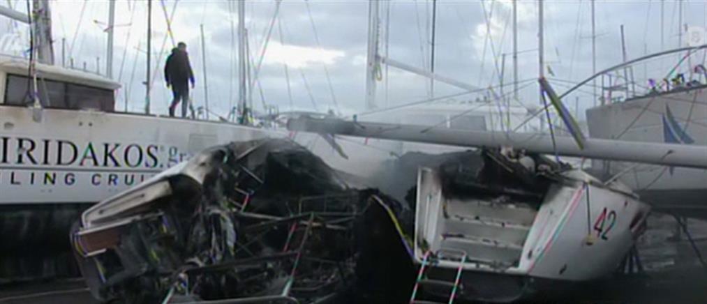Στις φλόγες σκάφος στη Μαρίνα Αλίμου