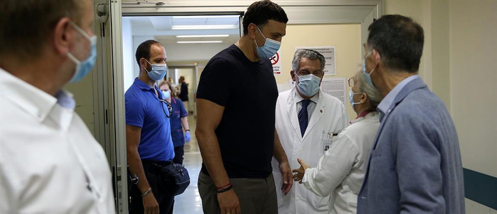 """Επίσκεψη Κικίλια στην νοσηλεύτρια που δέχθηκε επίθεση στο """"Αττικον"""" (εικόνες)"""