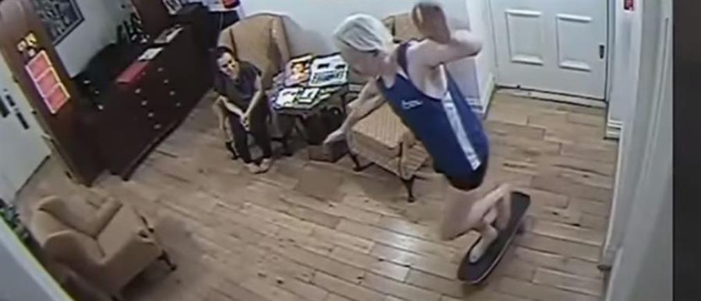 Ο Ασάνζ κάνει… πατίνι μέσα στην πρεσβεία (βίντεο)
