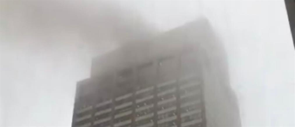 Ελικόπτερο έπεσε σε κτήριο στη Νέα Υόρκη