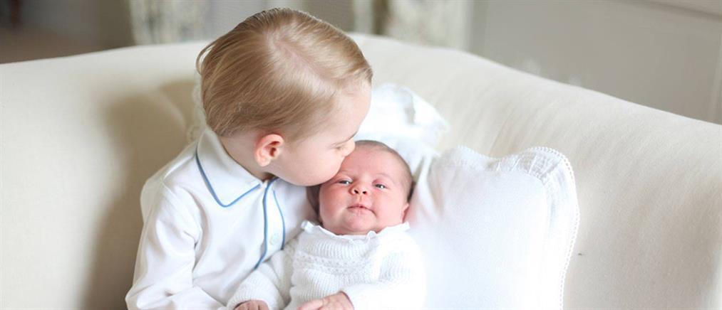 Η πριγκίπισσα Charlotte στην αγκαλιά του πρίγκιπα George (ΦΩΤΟ)