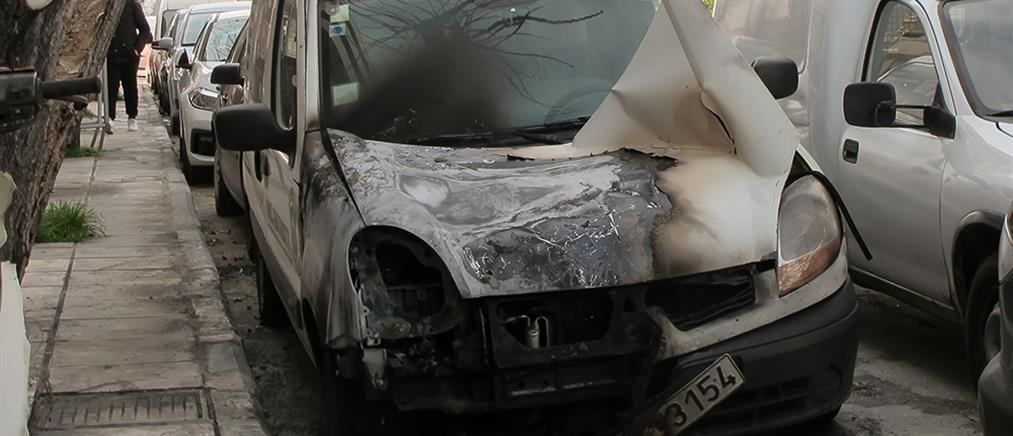 Εμπρηστική επίθεση σε οχήματα εταιρείας (εικόνες)