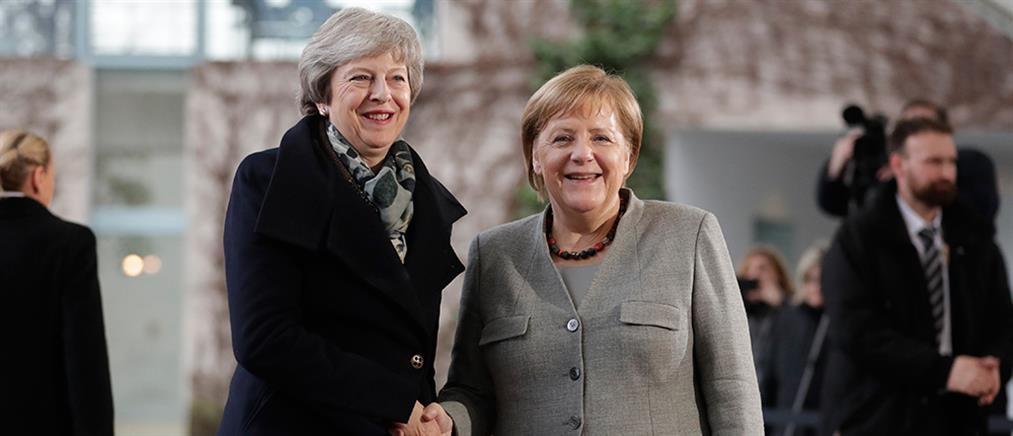 """""""Όχι"""" από Μέρκελ στη Μέι για επαναδιαπραγμάτευση της συμφωνίας για το Brexit (βίντεο)"""