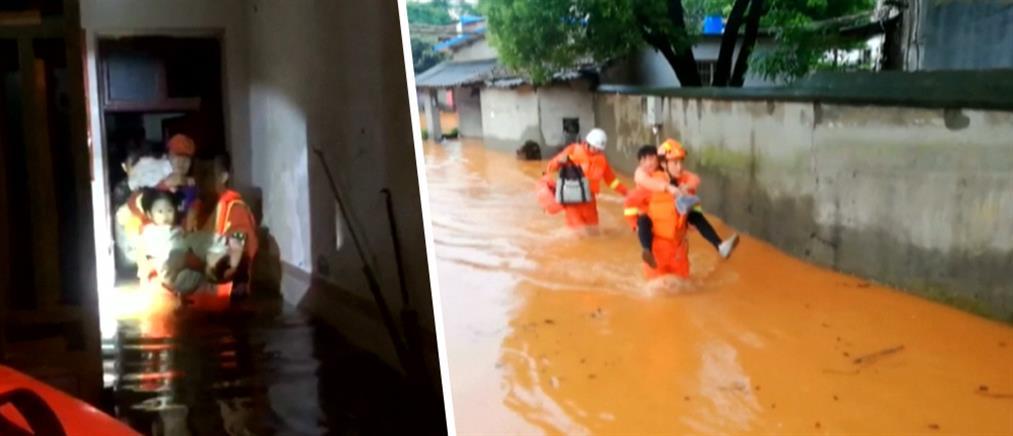 Δραματικές διασώσεις από πλημμυρισμένη πόλη (βίντεο)