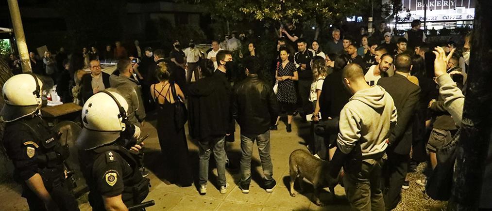 Πέτσας: Κερκόπορτα στον κορονοϊό οι οργανωμένες συναθροίσεις