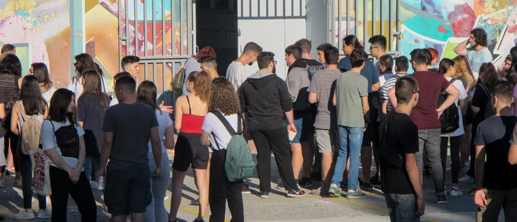 Θεσσαλονίκη - Καταγγελία: Σχολείο απαγορεύει σε μαθήτριες να φορούν φούστες και σορτς