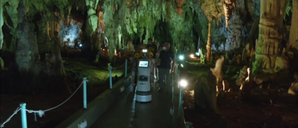 """Σπήλαιο Αλιστράτης: Το ρομπότ """"Περσεφόνη"""" ξεναγεί τους επισκέπτες (βίντεο)"""