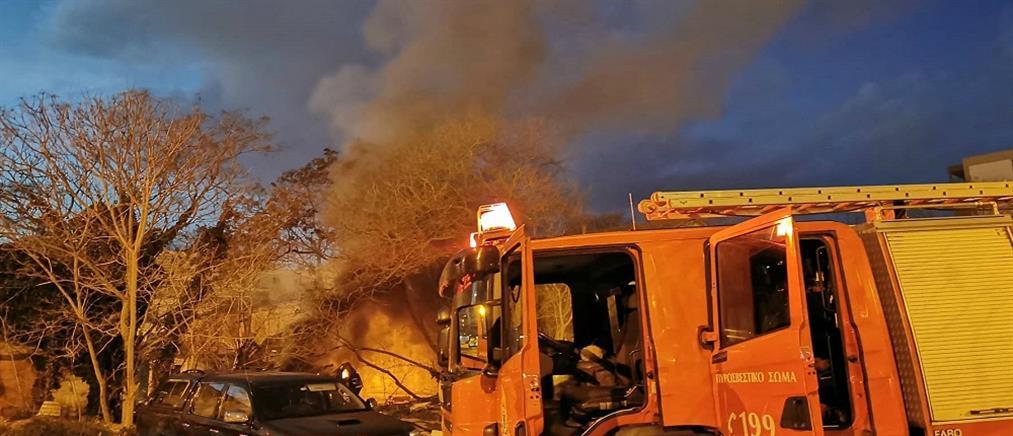 Φωτιά σε αποθήκη (βίντεο)