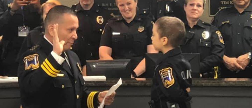 Η 6χρονη με καρκίνο που έκανε το όνειρό της πραγματικότητα: ορκίστηκε αστυνομικός (βίντεο)