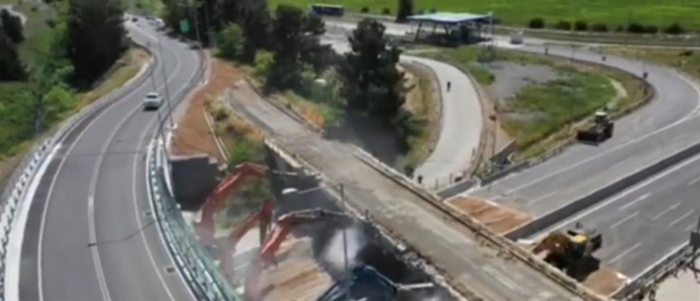 Θήβα: το εντυπωσιακό γκρέμισμα γέφυρας από drone (βίντεο)