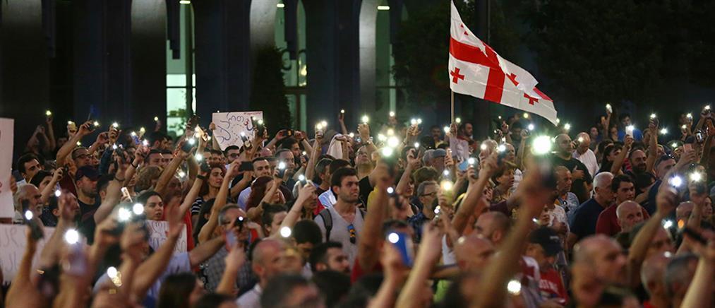 Συνεχίζονται οι διαδηλώσεις στη Γεωργία (εικόνες)