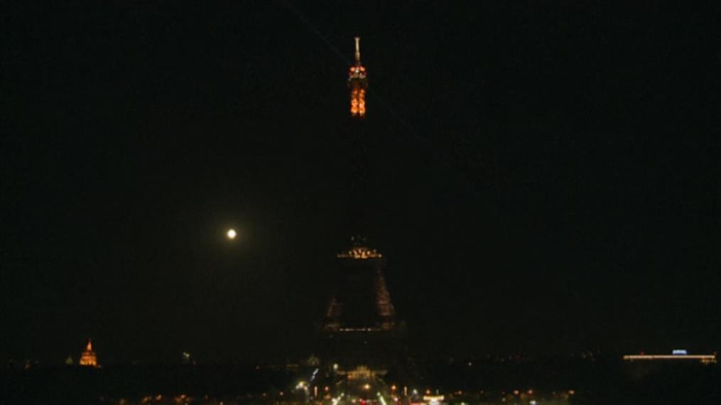 Πύργος του Άιφελ: Έκλεισαν τα φώτα του για τα θύματα στο Λίβανο