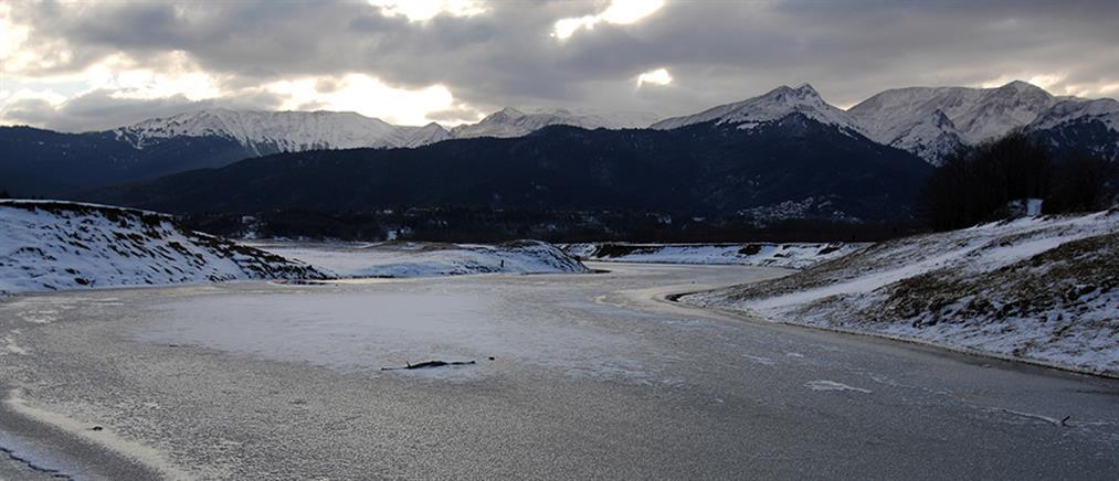Πάγωσε η λίμνη Πλαστήρα (φωτο)