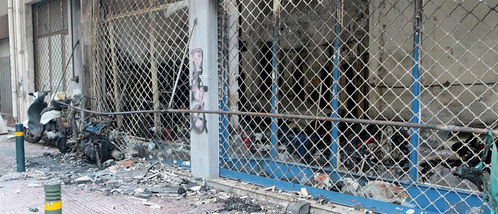 Φωτιά σε κατάστημα στο κέντρο της Αθήνας (βίντεο)