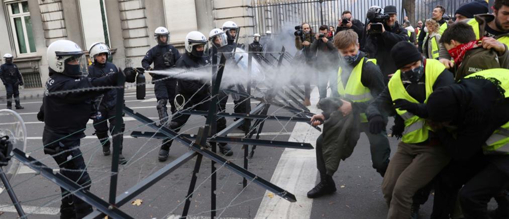"""Βίαια επεισόδια με τα """"κίτρινα γιλέκα"""" στις Βρυξέλλες (εικόνες)"""