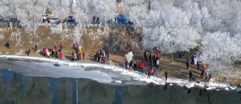 Εικόνες παραμυθιού από την πόλη στον πάγο (βίντεο)