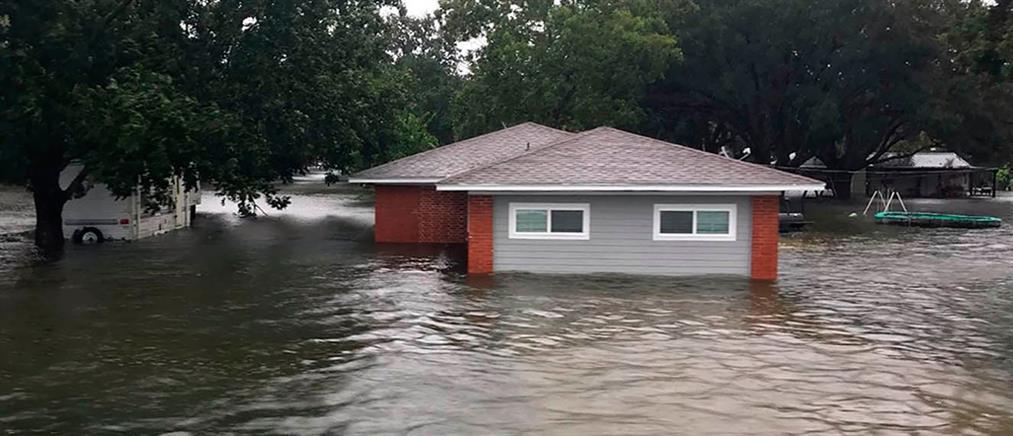 Φονικό το πέρασμα της τροπικής καταιγίδας Ιμέλντα από το Τέξας (βίντεο)