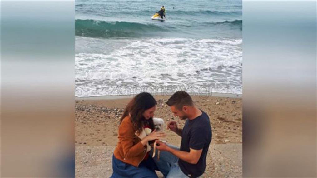 Πρόταση γάμου δίπλα στη θαλασσα στην Κρήτη