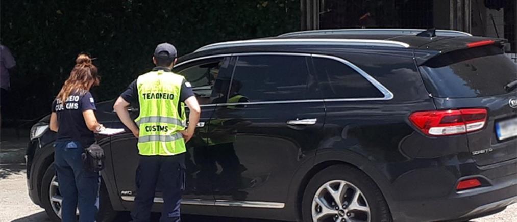 """ΑΑΔΕ: """"Λαβράκια"""" έβγαλαν οι έλεγχοι σε αυτοκίνητα με ξένες πινακίδες"""